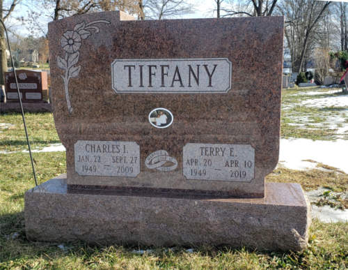 photo of tiffany family monument